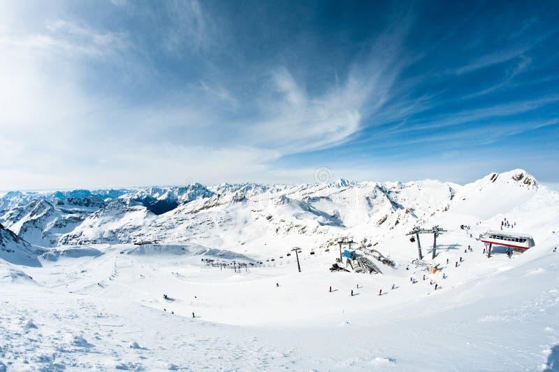 Estación de esquí de la montaña fotografía de archivo