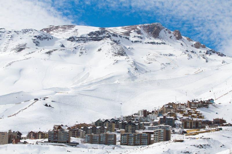Estación de esquí de la montaña fotografía de archivo libre de regalías