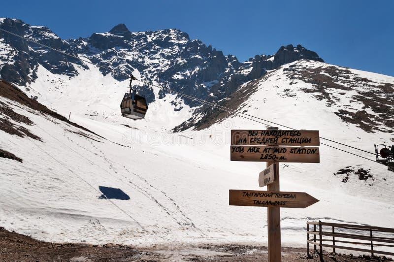 Estación de esquí de Shymbulak Paso de Talgar imagenes de archivo