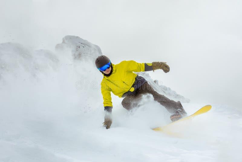 Estación de esquí de la snowboard del snowboarder del freeride de Backcountry imagen de archivo libre de regalías