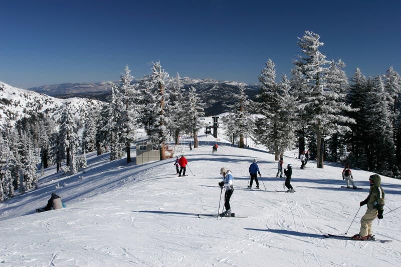 Estación de esquí ocupada fotografía de archivo libre de regalías