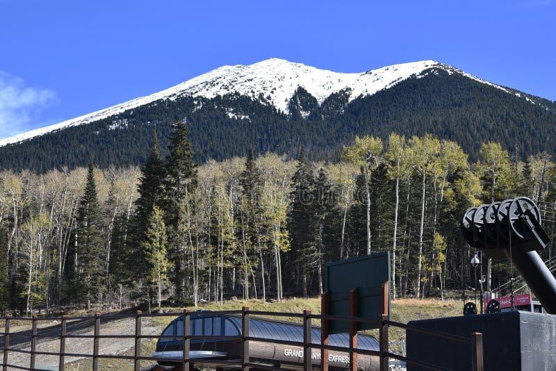 Estación de esquí de Snowbowl en la asta de bandera Arizona imagen de archivo libre de regalías