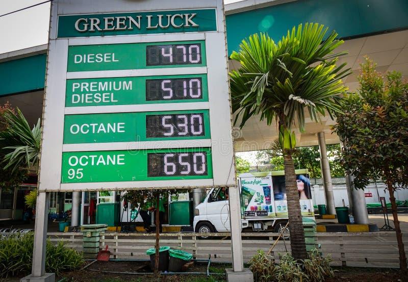 Estación de gasolina en Rangún, Myanmar imágenes de archivo libres de regalías