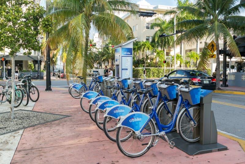 Estación de la bici de la ciudad en Miami Beach, la Florida imagen de archivo