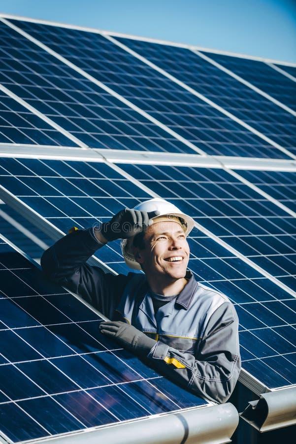 Estación de la energía solar imagen de archivo
