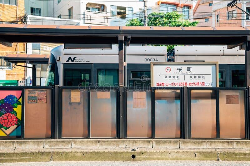 Estación de la tranvía de Sakura Machi en Nagasaki, Japón imagenes de archivo
