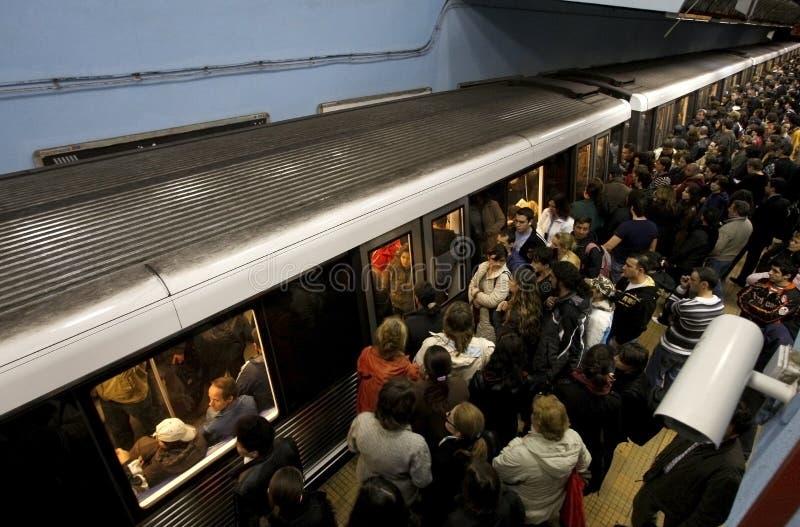 Estación de metro apretada imagen de archivo libre de regalías