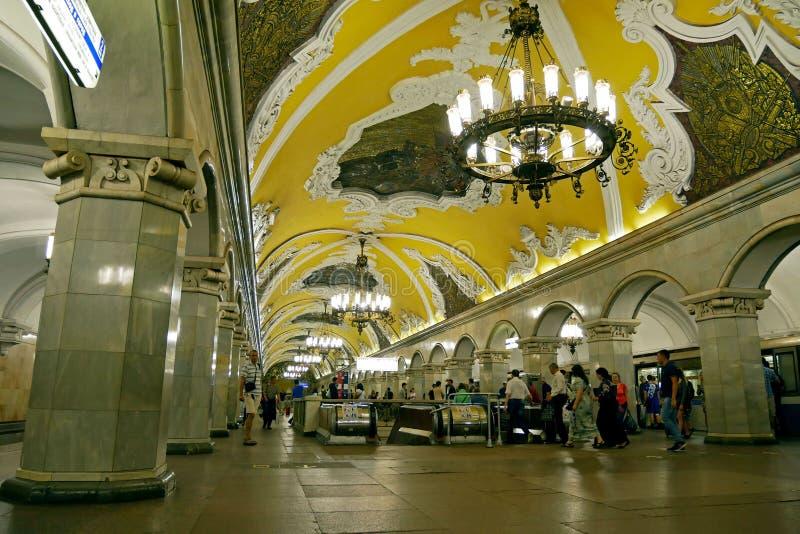 Estación de metro de Komsomolskaya en Moscú, Rusia imagenes de archivo