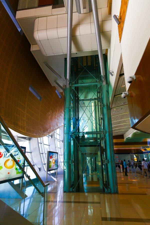 Estación de metro moderna imagenes de archivo