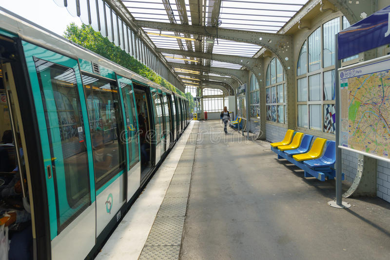 Estación de París Metropolitain imagen de archivo libre de regalías