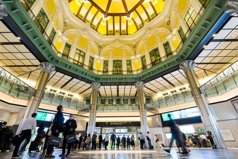 Estación de Tokio con la muchedumbre de gente fotografía de archivo libre de regalías
