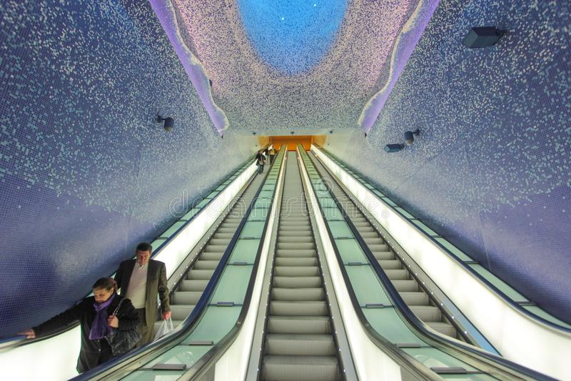 Estación de Toledo Underground en Nápoles, Italia fotos de archivo