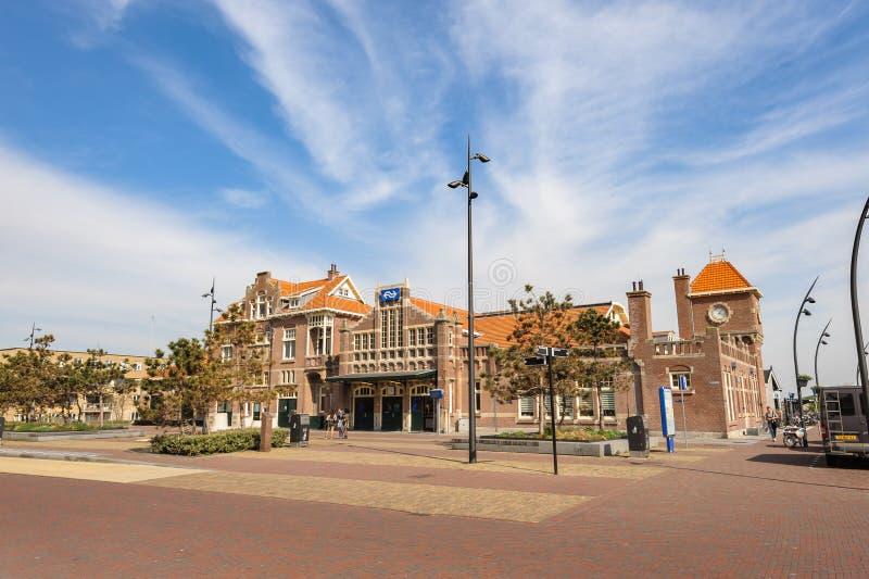 Estación de tren aan de Zandvoort Zee, Países Bajos fotografía de archivo