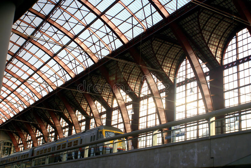 Estación de tren central de Antwerpen Centraal - de Amberes foto de archivo