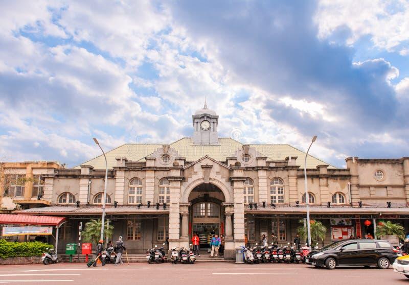 Estación de tren de Hsinchu debajo del cielo azul imagenes de archivo