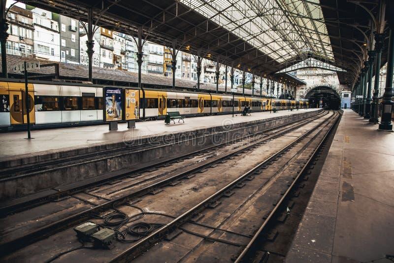 Estación de tren en Oporto foto de archivo