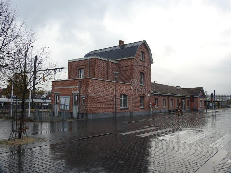 Estación de tren - Puurs - Bélgica foto de archivo