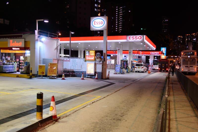 Estación del combustible en la tarde foto de archivo libre de regalías