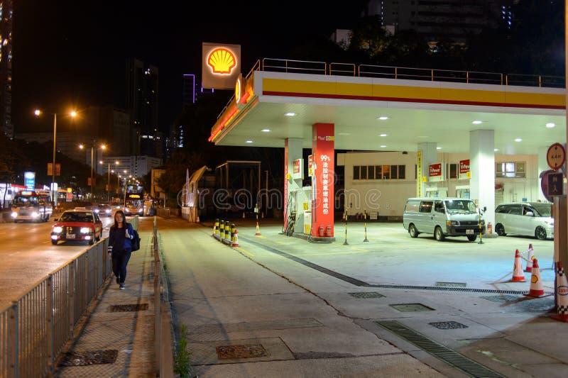 Estación del combustible en la tarde fotografía de archivo libre de regalías