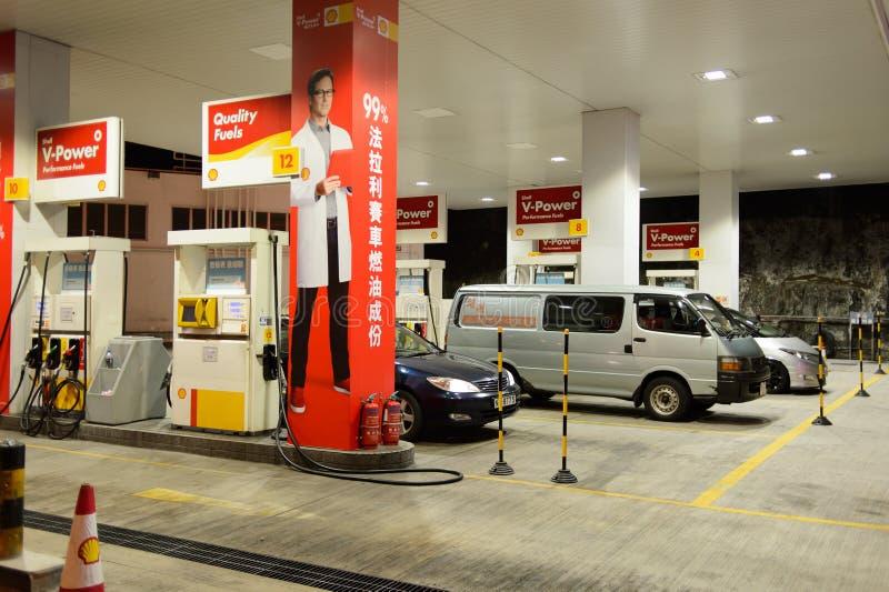 Estación del combustible en la tarde fotos de archivo libres de regalías