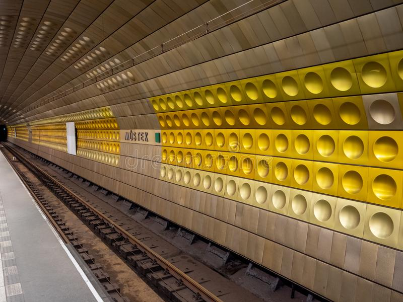 Estación del metro de Mustek en Praga, República Checa foto de archivo