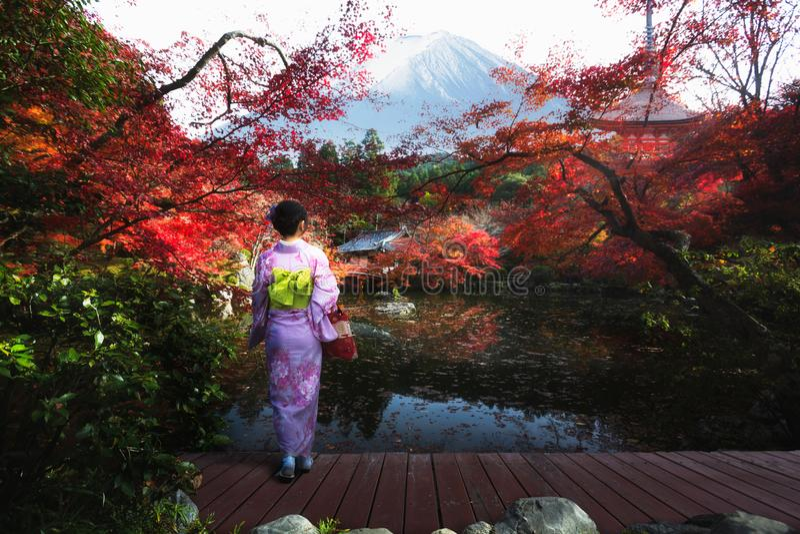 Estación del otoño en Japón fotos de archivo