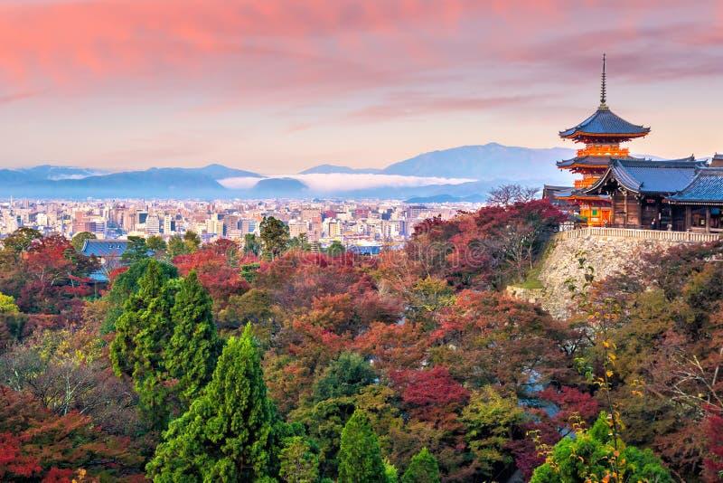Estación del otoño del templo de Kiyomizu-dera en Kyoto, Japón imágenes de archivo libres de regalías
