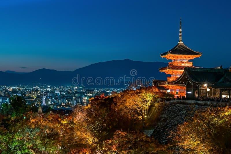 Estación del otoño del templo de Kiyomizu-dera en Kyoto, Japón fotos de archivo
