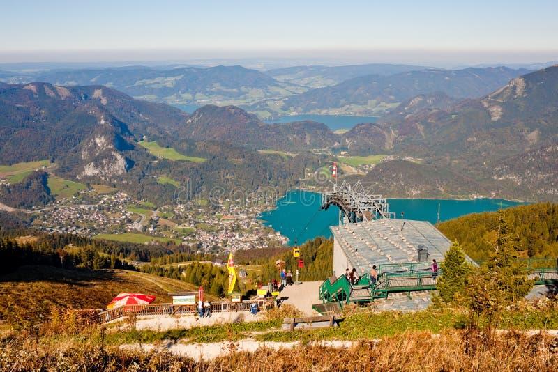 Estación del teleférico y una visión desde una montaña foto de archivo