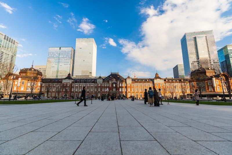 Estaci?n en el distrito financiero de Marunouchi, de Tokio es la estaci?n terminal m?s grande y m?s ocupada de Jap?n foto de archivo