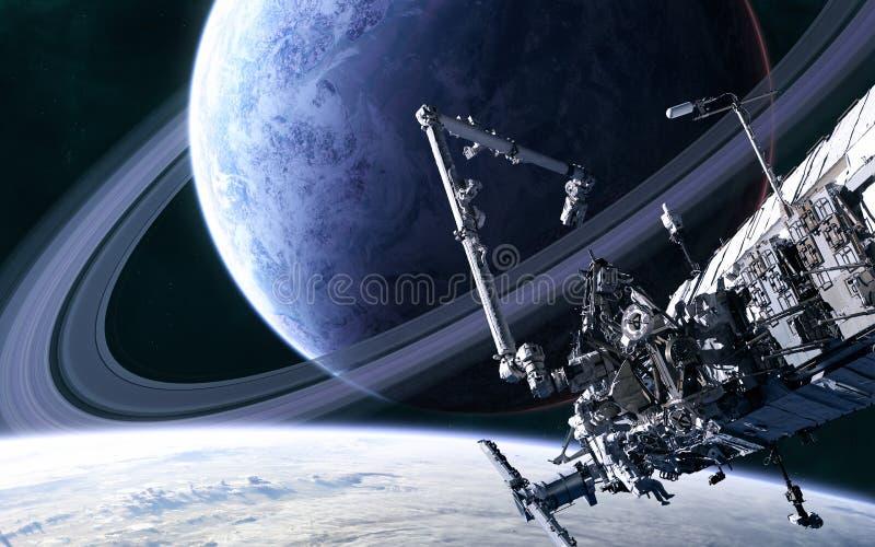 Estación espacial sobre el fondo del planeta azul con un sistema de anillos en el espacio profundo Ciencia ficción imagen de archivo libre de regalías