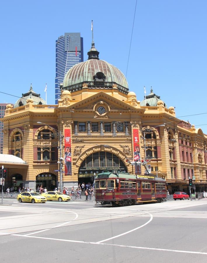 Estación y tranvía de la calle del Flinders foto de archivo