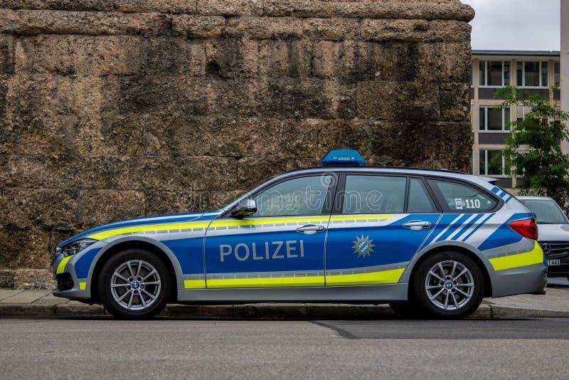 Estacionamento alemão de BMW do carro de polícia imagens de stock royalty free