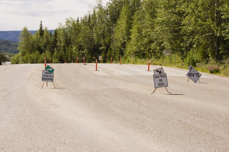 Estacionamento da balsa do Rio Yukon imagem de stock royalty free