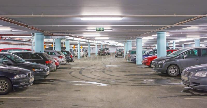 Estacionamento do carro imagem de stock