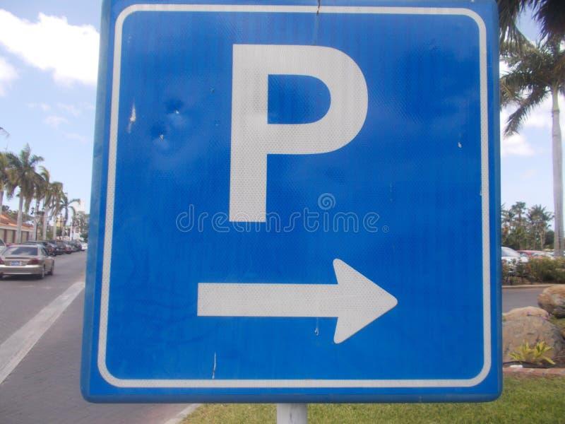 estacionamento do sinal de estrada imagem de stock