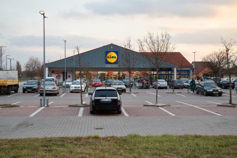Estacionamento do supermercado de Lidl imagens de stock royalty free
