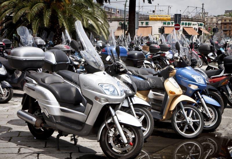 Estacionamento do 'trotinette' de Genoa, Italia no centro da cidade fotografia de stock royalty free