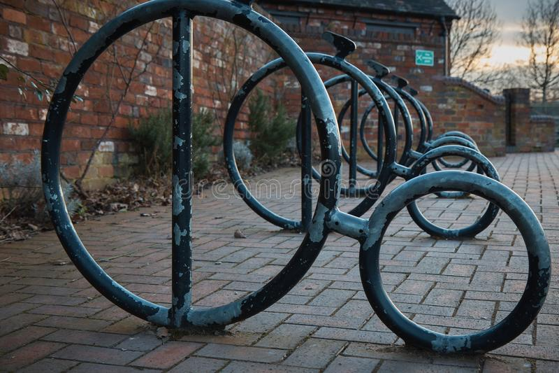 Estacionamento retro da bicicleta fotografia de stock