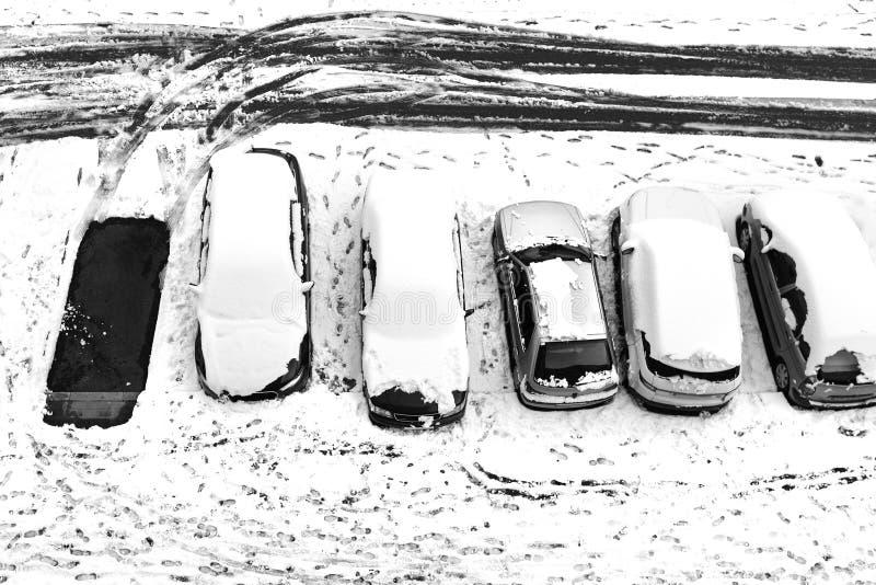 Estacionamento vazio Carros da neve fotos de stock royalty free