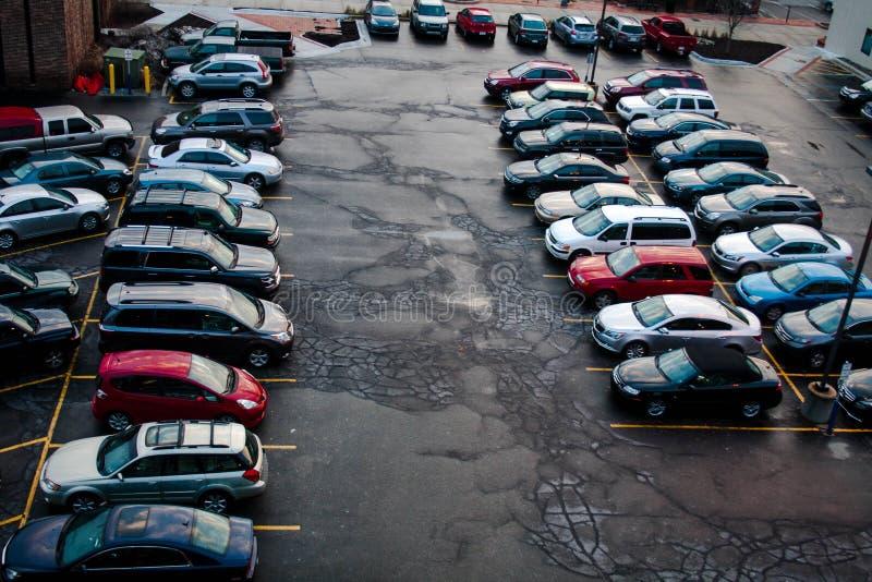Estacionamiento completo imagenes de archivo
