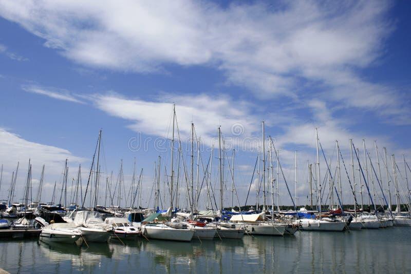 Estacionamiento de barcos imagen de archivo libre de regalías