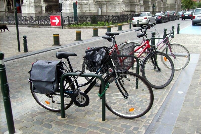 Estacionamiento de la bici. imágenes de archivo libres de regalías