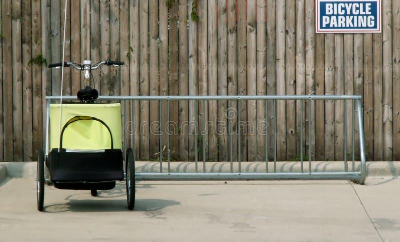 Estacionamiento de la bicicleta fotos de archivo