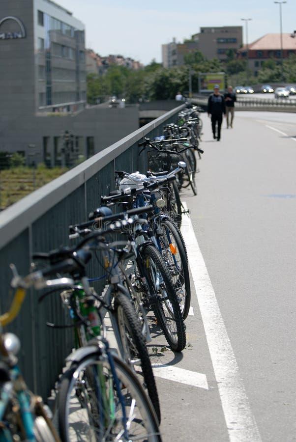 Estacionamiento de la bicicleta fotos de archivo libres de regalías