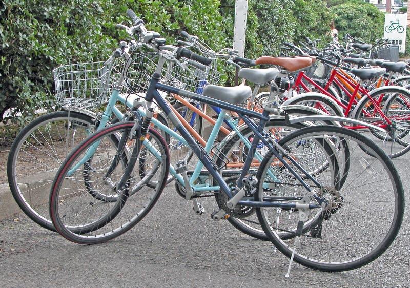 Estacionamiento de la bicicleta imagenes de archivo