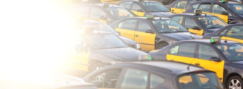 Estacionamiento del taxi imagen de archivo
