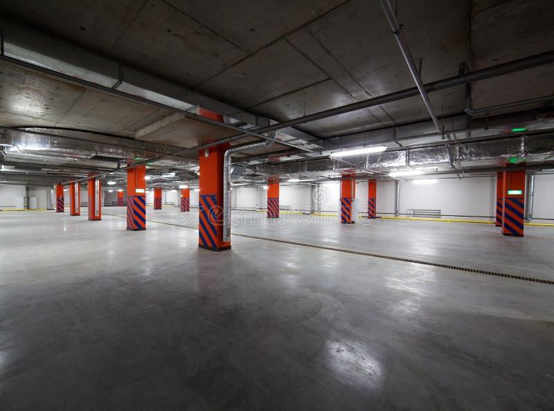 Estacionamiento vacío del undergorund foto de archivo libre de regalías