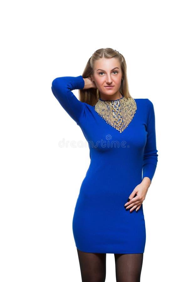 Estada da moça da forma em linha reta no azul de lã fotografia de stock
