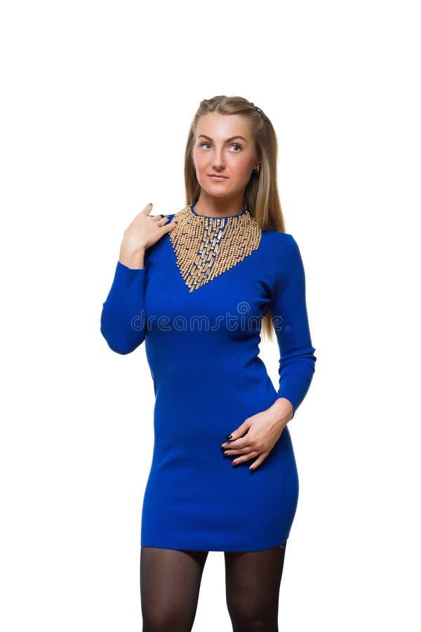 Estada da moça da forma em linha reta no azul de lã fotos de stock